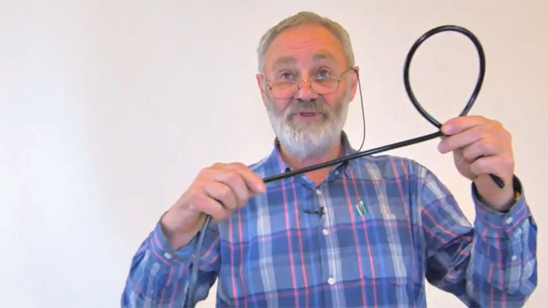 Allan Shiers demonstrating how to tie a bowline knot - step one
