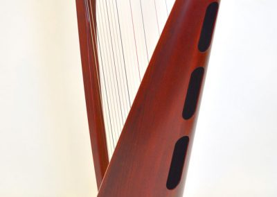 Back view of a Siff Saff lever harp in red
